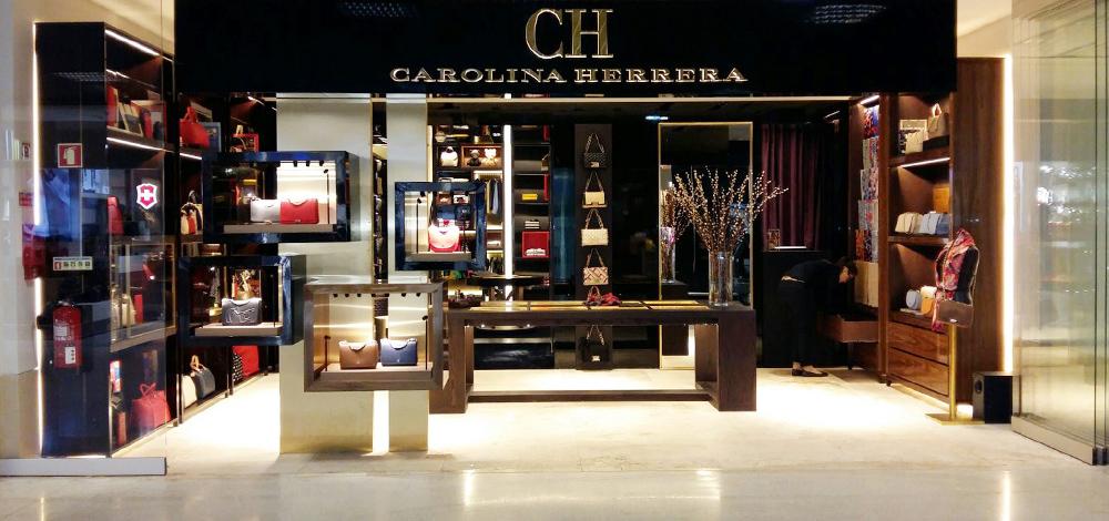 Carolina Herrera   Lisbon Airport 71daf3ae7c